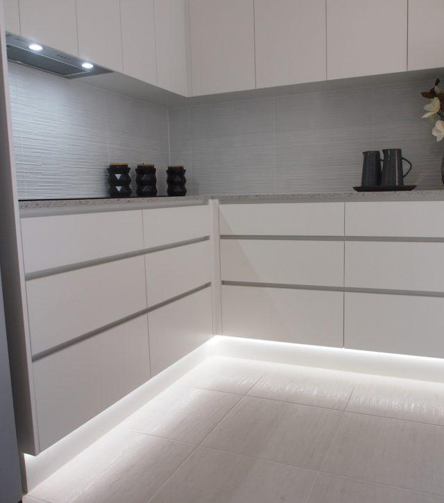 Box Features Kitchen 10
