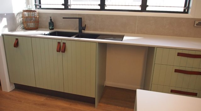 Panelled Kitchen (4)