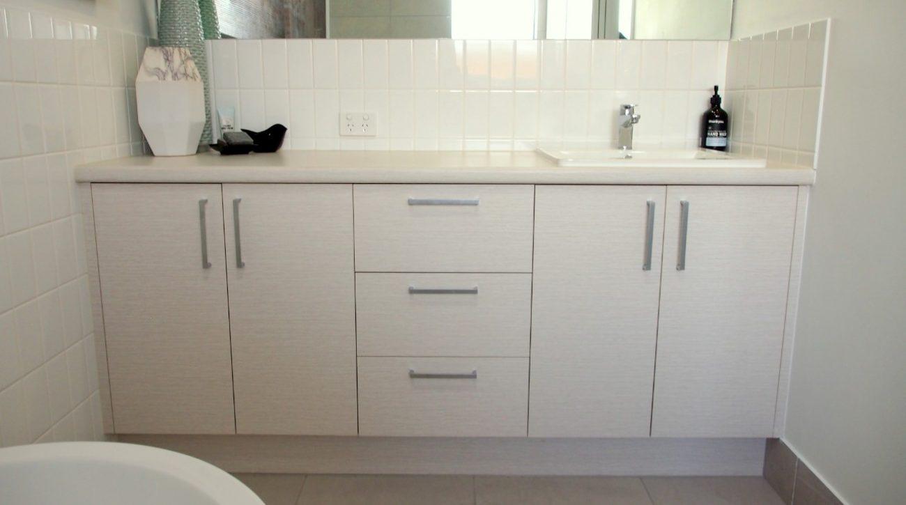 Simply Suite vanity 5