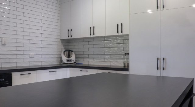 Subway Tiles Kitchen 4