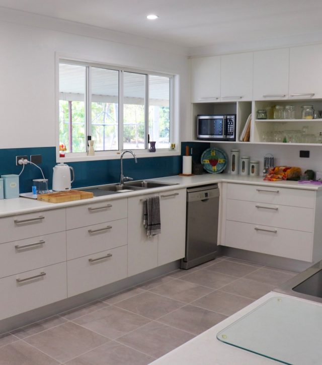 Family Sized Kitchen 3