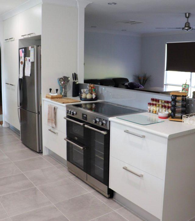 Family Sized Kitchen 4