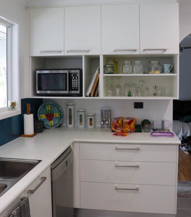 Family Sized Kitchen 8